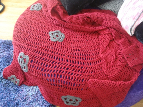 DSC02719 500x375 What Im Crocheting: Red Triple Crochet Blanket with Grey Flowers