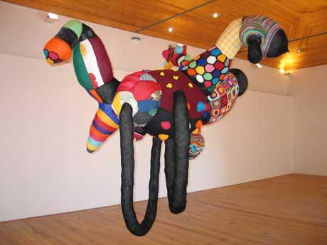 Vasconcelos Valquiria4 Amazing Crochet Artist: Joana Vasconcelos