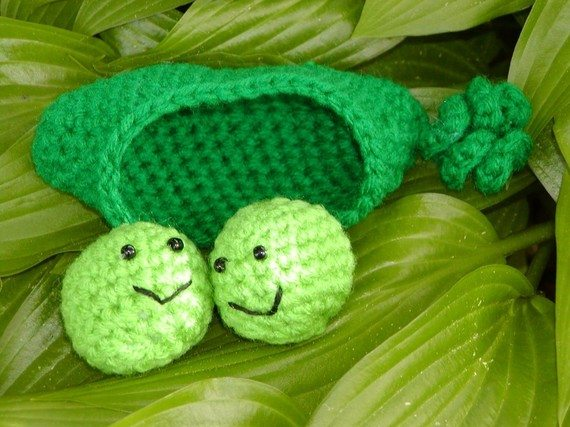 crochet peas in a pod Crochet on Etsy: Peelable Banana Amigurumi and other cute crochet patterns