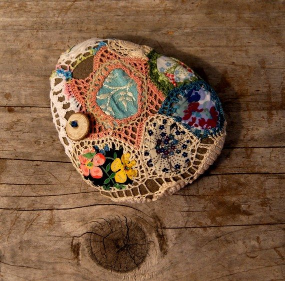 il 570xN.179562283 Crochet on Etsy: Patchwork River Rock