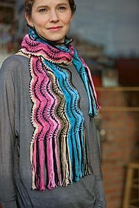 KnittingD 5247 Play with Color, Make a Scarf, Win $250 of Yarn!