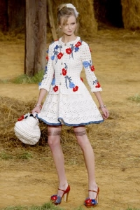 chanel spring 2010 crochet dress and bag 200x300 25 Designers Who Have Put Crochet on the Runway