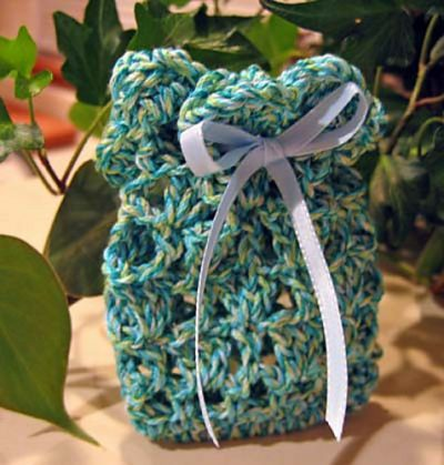 crochet soap bag 400x419 25 Patterns I Want to Crochet for Blog a Long (Crochet Bag Patterns)