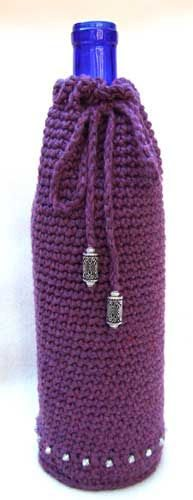 crochet wine cozy1 25 Patterns I Want to Crochet for Blog a Long (Crochet Bag Patterns)