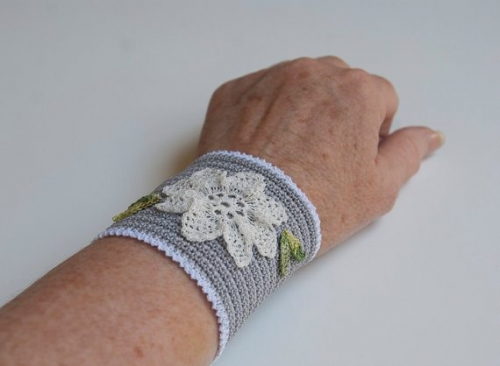 il 570xN.2518052341 500x366 Crochet on Etsy: Thread Crochet Bracelet