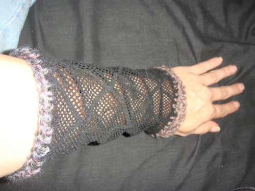 DSC03523 500x375 My Crochet: More Fishnet Armwarmers