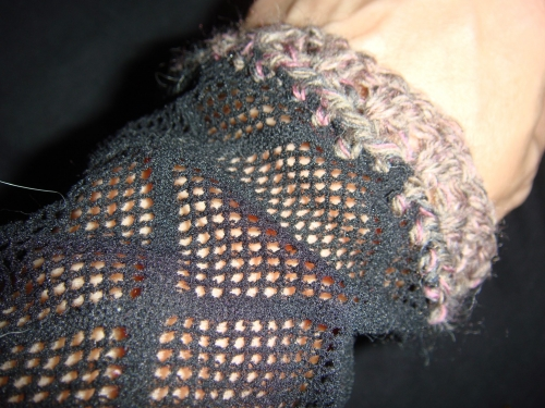 DSC03525 500x375 My Crochet: More Fishnet Armwarmers
