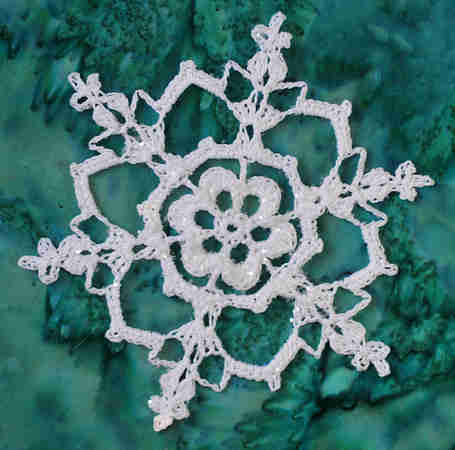 Free crochet pattern: Christmas thread crochet snowflake
