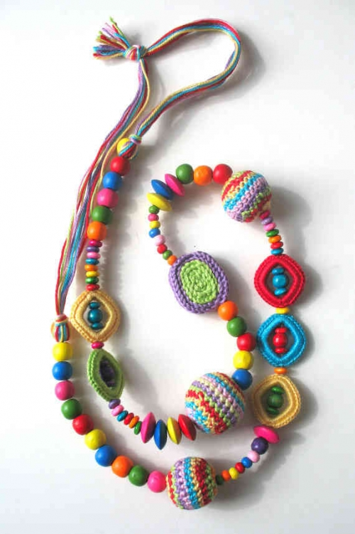colorful crochet necklace 500x751 Etsy Crochet: Colorful Crochet Necklace