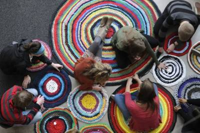 crochet rag rugs Crochet Rag Rugs Popular Now with Artists