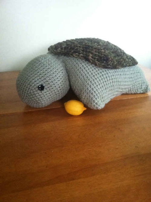 crochet turtle 500x669 Etsy Crochet: Turtle Pillow Pet
