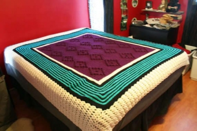 crochet afghan1 400x266 Etsy Crochet: Purple/ Teal Crochet Blanket