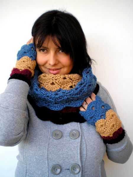 crochet cowl1 Etsy Crochet: Cowl and Matching Gloves