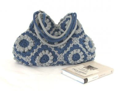 crochet purse2 400x295 Etsy Crochet: Adorable Granny Square Bag