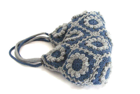 Post image for Etsy Crochet: Adorable Granny Square Bag
