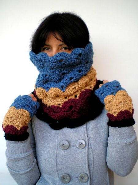 Post image for Etsy Crochet: Cowl and Matching Gloves