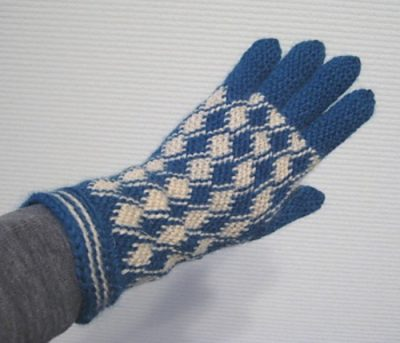 bosnian crochet gloves 400x343 A Basic Guide to Bosnian Crochet