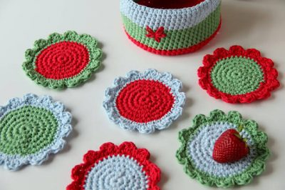crochet coasters1 400x266 Link Love: This Weeks Best Crochet Blog Posts
