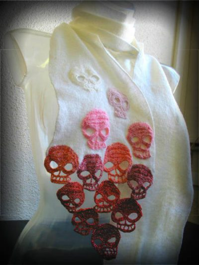 crochet skull scarf 400x533 20 Beautiful Examples of Crochet Mixed with Cross Stitch