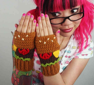 twinkie chan crochet 400x362 Crochet Artist Joy Kampia OShell of the Hamburger Dress