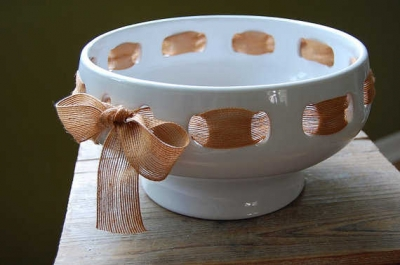 ceramic ribbon bowl 400x265 10 Smart Ways to Organize Your Crochet Hooks