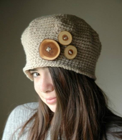crochet hat with buttons 400x456 15 Fun Project Ideas for Crocheters who Love Buttons