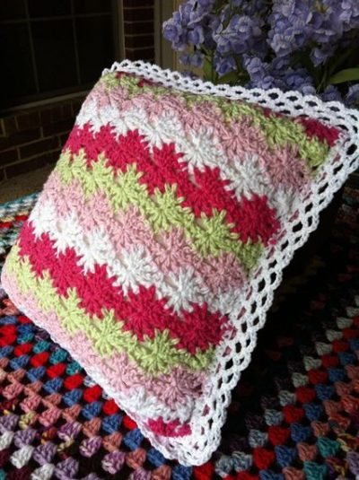 crochet pillow 400x535 Crochet Blog Link Love