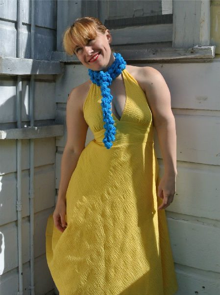 match scarf with dress How to Match Your Crochet Scarf to A Yellow Dress