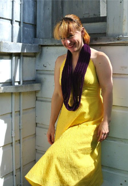 match scarf with yellow dress1 How to Match Your Crochet Scarf to A Yellow Dress