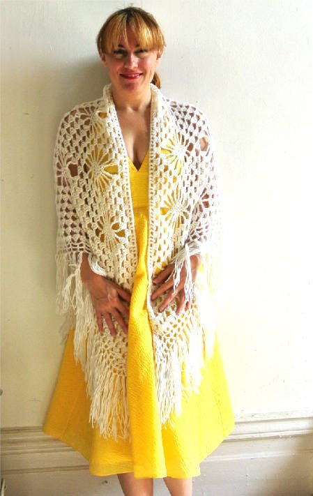 match shawl to dress 8 More Ways to Style A Yellow Dress with Crochet