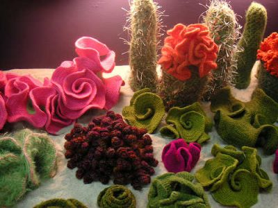 crochet cactus garden 400x300 Inspiring Crochet Gardens: Projects and Ideas for the Home