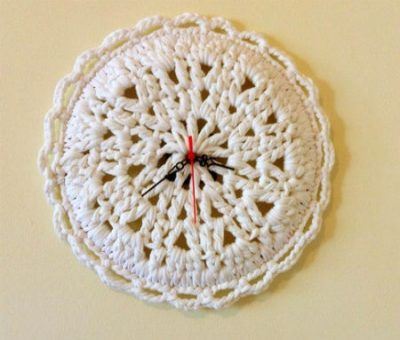 crochet clock 400x340 Crochet Blog Roundup: May