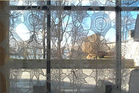 crochet curtains1 When A Doily Is Not Just a Doily: Curtains, Clocks, Necklaces and Other Upcycled Doily Ideas