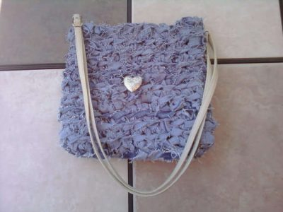 crochet denim purse 400x300 10 Ideas for Upcycling Denim with Crochet