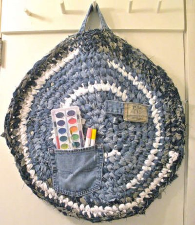 crochet jeans1 400x462 10 Ideas for Upcycling Denim with Crochet