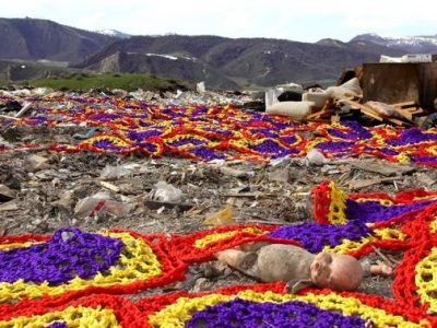 crochet trash 400x300 Crochet Artist Carol Hummel