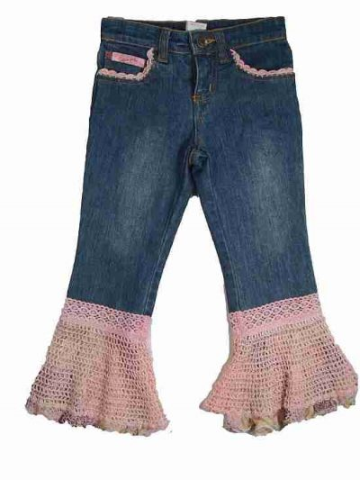 crochet trim jeans 400x533 10 Ideas for Upcycling Denim with Crochet