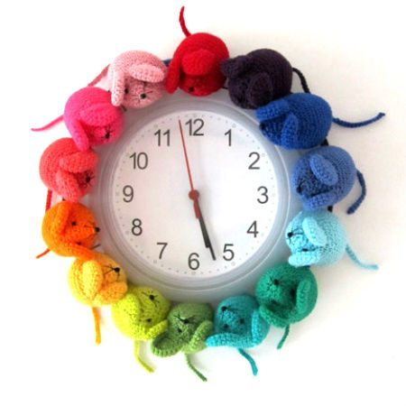 crocheted mouse clock 20 Most Sensational Crochet Clocks