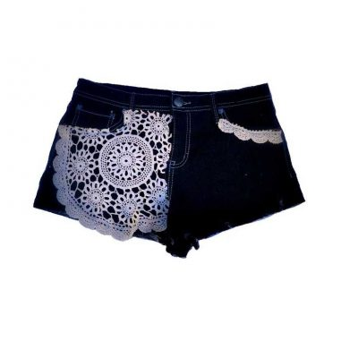 doily shorts 400x400 25 Ravishing Pairs of Crochet Shorts