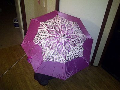 doily umbrella 400x300 When A Doily Is Not Just a Doily: Curtains, Clocks, Necklaces and Other Upcycled Doily Ideas
