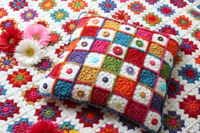 granny square button cushion 400x266 Link Love: This Weeks Top Crochet Blog Posts