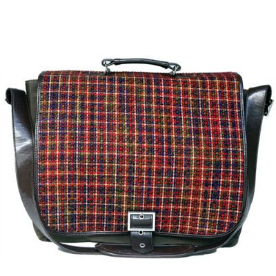 messenger bag Jordana Paige = Stylish Bags for Crocheters to Carry Their WIPs