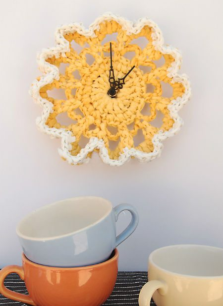 plarn doily clock 20 Most Sensational Crochet Clocks