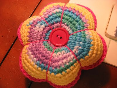 Pincushion Flowers on Crochet Flower Pincushion 20 Popular Free Crochet Patterns To Bookmark
