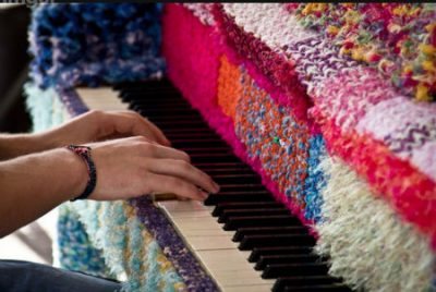 crochet piano 400x268 2012 in Crochet: Crochet Art and Artists