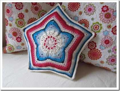 crochet star pillow Crochet Blog Link Love!