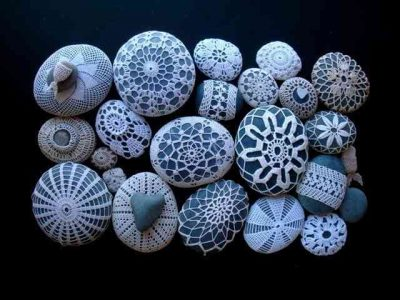 crochet stones 400x300 20 Crochet Wedding Ideas for the Inspired DIY Woman