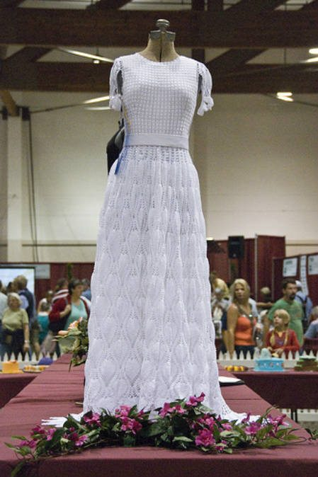 crochet wedding dress1 12 Crochet Wedding Dresses for Those Summer Weddings