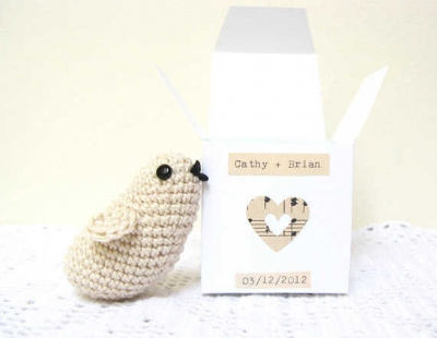 crochet wedding favor 400x310 15 Crochet Wedding Favors to Give Your DIY Wedding Guests
