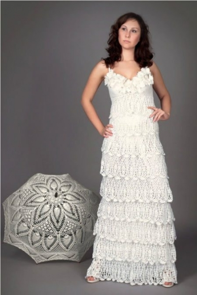 crochet wedding gown 400x598 Crochet Blog Roundup: June in Review
